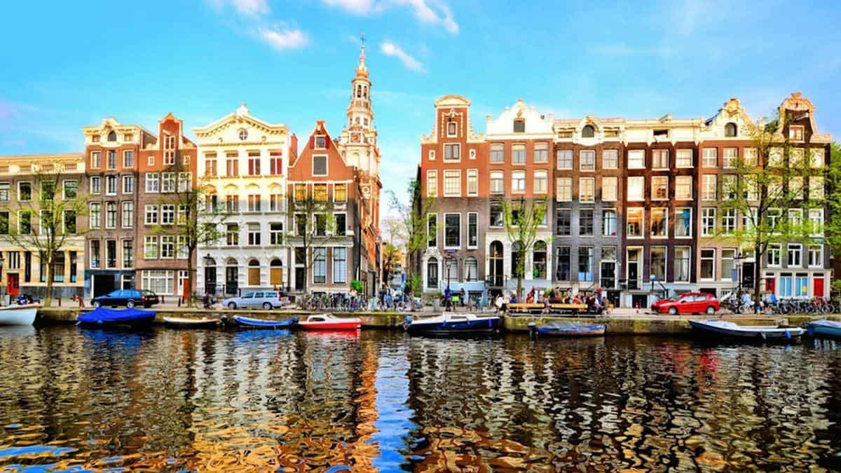 save on flights to amsterdam on flightgurus.com