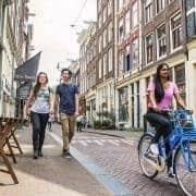 Vrije Universiteit Amsterdam fietser Negen StraatjesCaren Huygelen 180x180 1